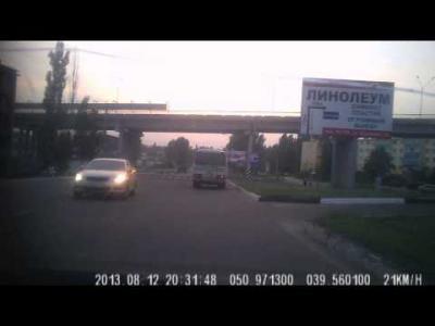 Embedded thumbnail for Авария на 40 лет Октября в Лисках 12 августа. Видео с регистратора
